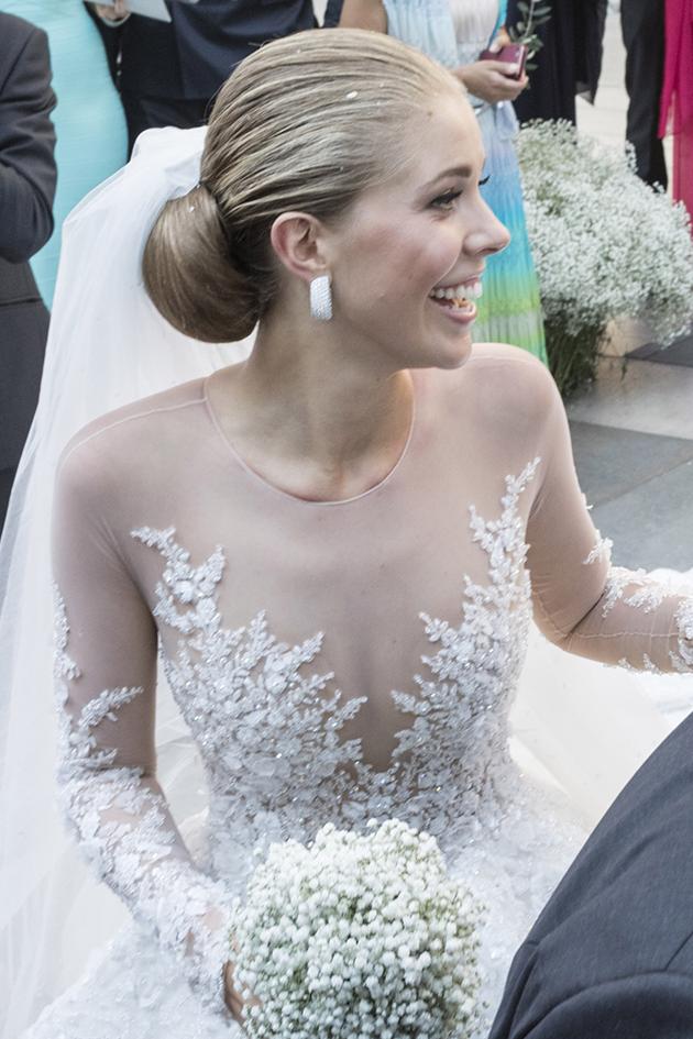 0256eb1b314e What does a half a million Swarovski crystal wedding dress looks like