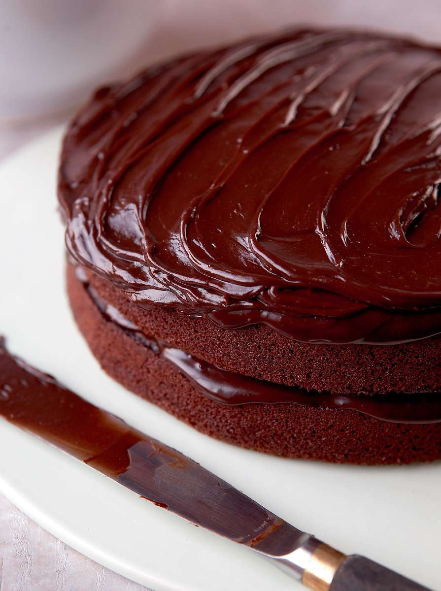 Mary berry s very best chocolate fudge cake quick easy for Simple chocolate fudge cake