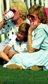 Prince William relaxes with his mother, the Princess of Wales, at a polo match in Windsor. Royals, Full length, Casual, William, Diana.©Anwar Hussein/allaction.co.uk