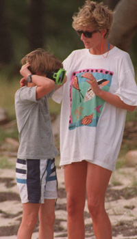 Princess Diana of Great Britain talks with son William as he adjusts his snorkeling mask at Banana Bay Beach in St. Kitts, Monday, Jan. 4, 1993. (AP PHOTO/Richard Drew)