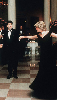 Diana, Princess of Wales dances with John Travolta at the White House, watched by President Ronald Reagan and his wife Nancy in November 9, 1985 in Washington DC.