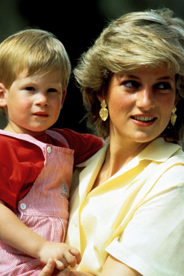 Best Princess Diana Photos Diana Proves She S Just Like Us