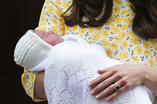 Catherine-Duchess-of-Cambridge-and-Prince-William-outside-the-Lindo-Wing-of-St-Mary's-Hospital-in-London,-with-their-newborn-baby-daughter-The-Princess-of-Cambridge