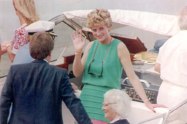 Diana princess of wales and the royal family on holiday in for 32 princess of wales terrace