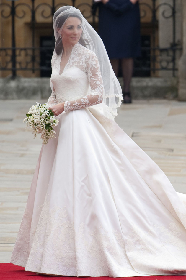 The new controversy surrounding kate s wedding dress for Wedding dress princess kate