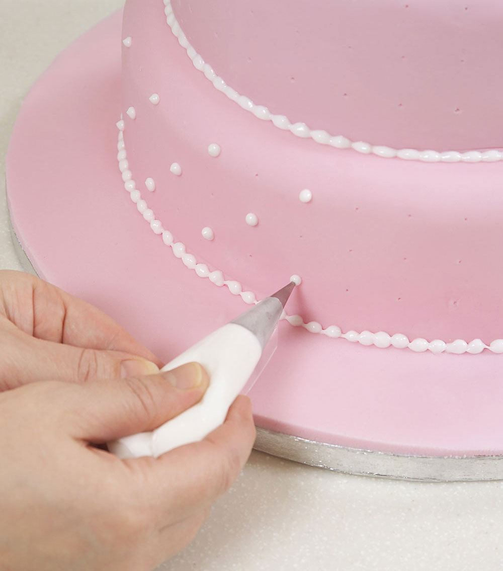 How to make and decorate a wedding cake - step-by-step guide