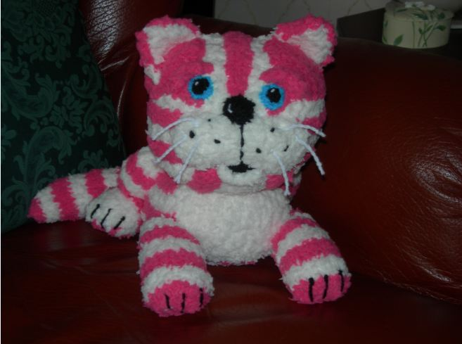 Womans Weekly Your Makes: Bagpuss Knitting Pattern