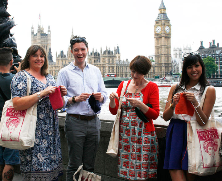 Knitting In Public : World wide knit in public day explained
