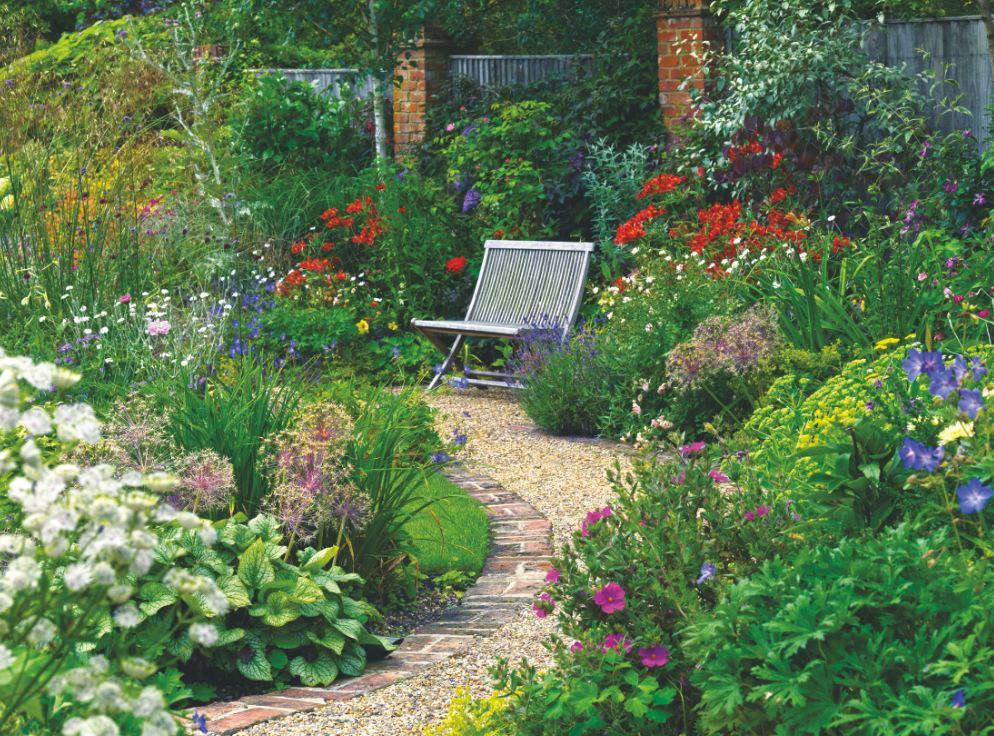 The ultimate guide to your garden paths - Fight weeds with organic solutions practical tips in the garden ...