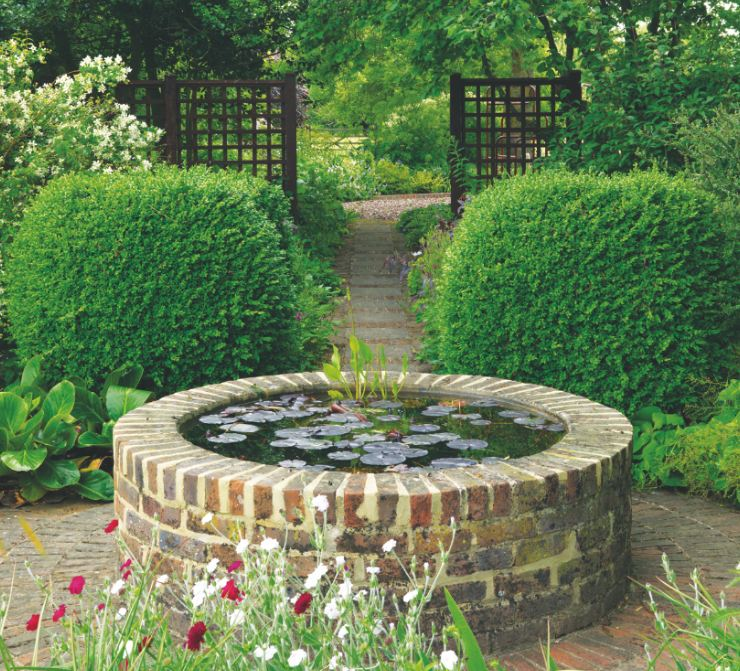 The ultimate guide to water features in your garden for Garden design features