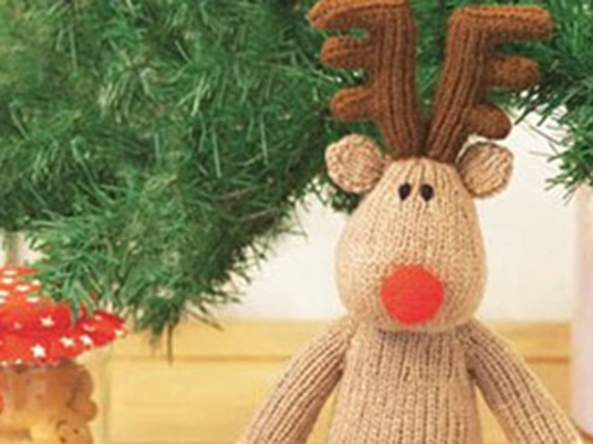 Holiday Knitting Patterns : Reindeer toy knitting pattern to make this Christmas