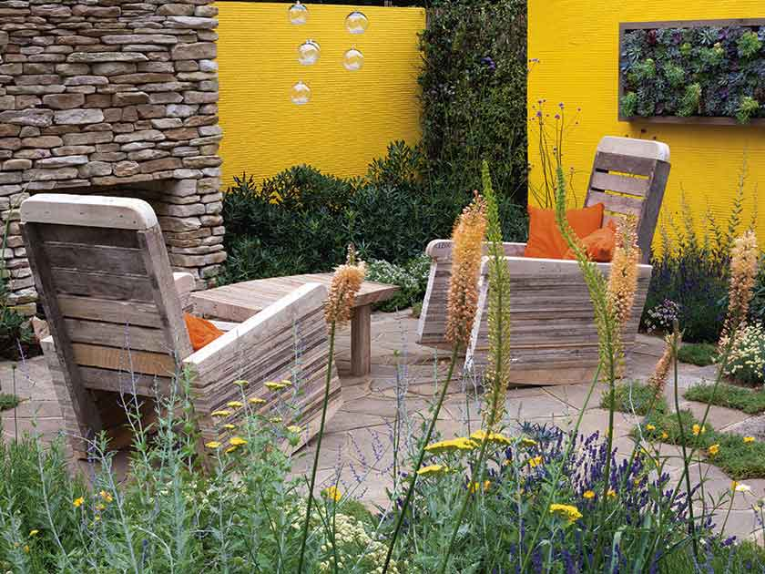 Gentil Create The Feel Of An Outdoor Room With Your Garden Borders Alamy
