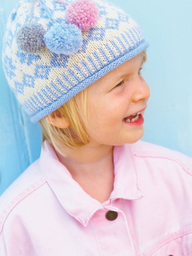 Royal family wear matching bobble hat looks in new holiday ...