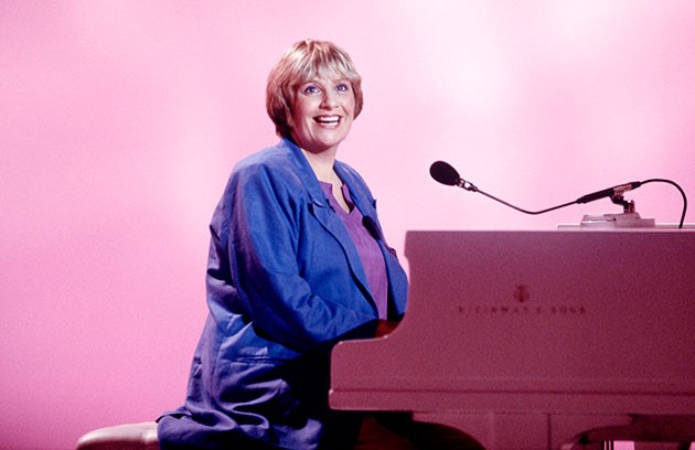 Victoria Wood sat at piano smiling