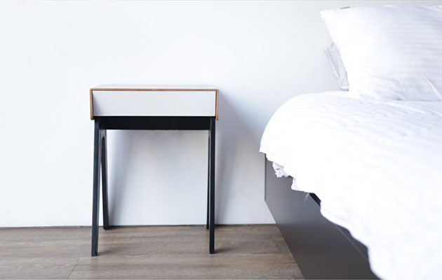 Curvilux smart bedside table answers calls charges for P table with charges