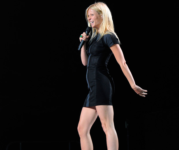 Check out Gwyneth Paltrow performing the song Forget Me at the Glee Live Tour 2011