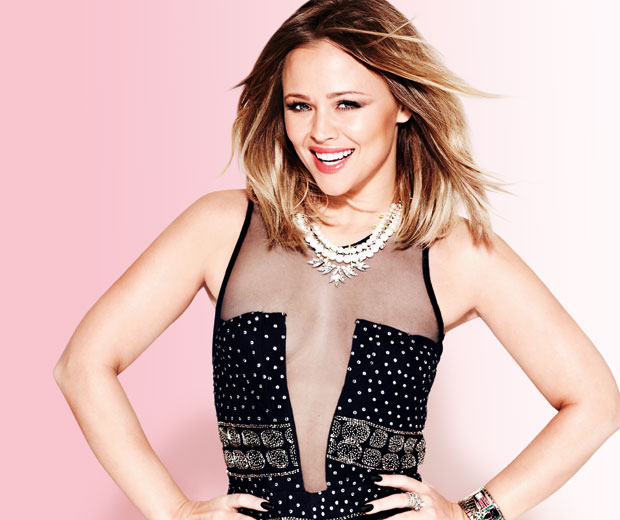 Kimberley Walsh has said that Cheryl Cole helps her with her ballroom basics