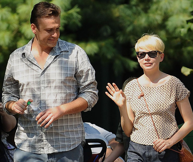 Jason Segel and Michelle Williams are all loved up!