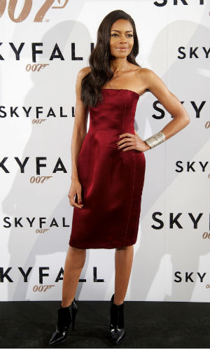 Naomie Harris wearing a red strapless dress in Madrid for a Skyfall photocall