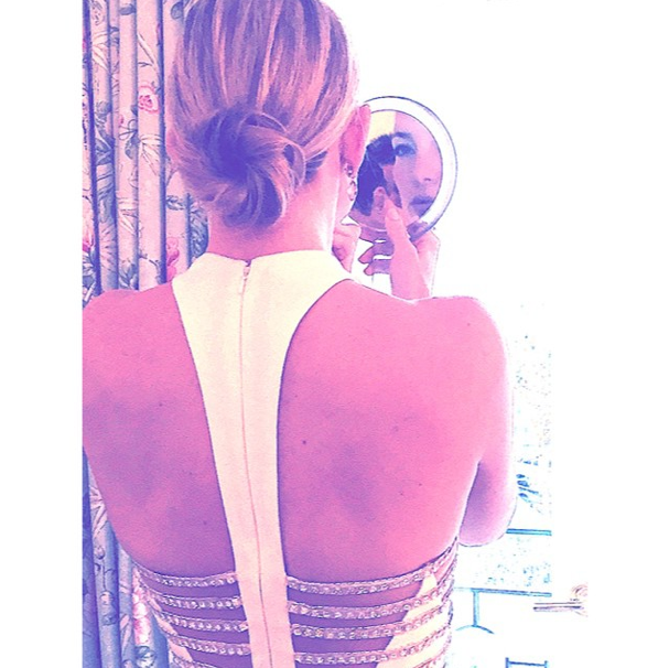 Kate Hudson getting ready for the Golden Globes 2015