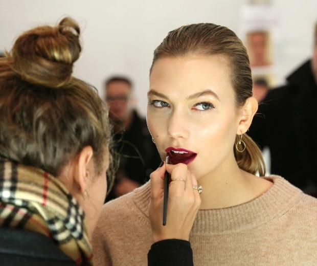 Karlie Kloss wears plum lips at Carolina Herrera