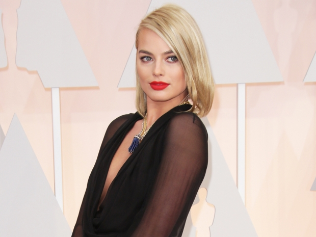 margot robbie at the oscars 2015 wearing a black saint laurent dress