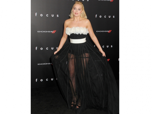 margot robbie in Giambattista Valli dress at the la focus premiere