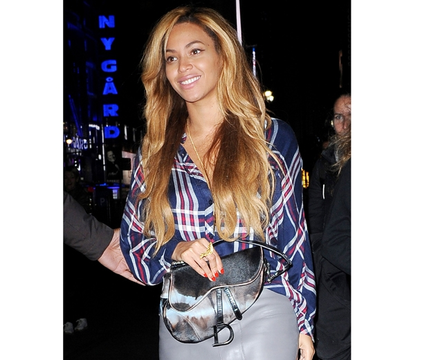 Beyonce and her Dior Saddle Bag