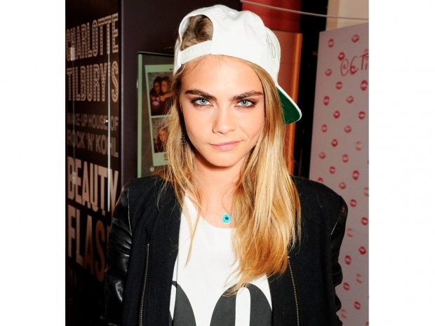 cara delevingne in a white t-shirt and white cap