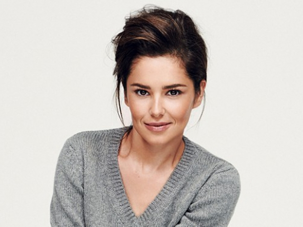 cheryl fernandez versini in a grey v neck jumper and no make-up