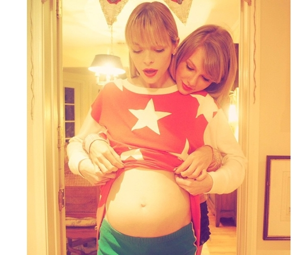 jaime king baby bump with taylor swift