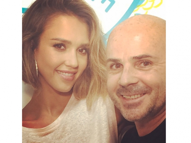 jessica alba and hairdresser with new bob