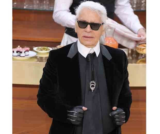 karl lagerfeld in a suit at chanel brasserie show aw15