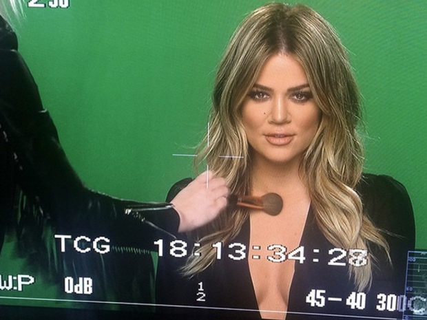 khloe kardashian on tv showing off new blonde hair