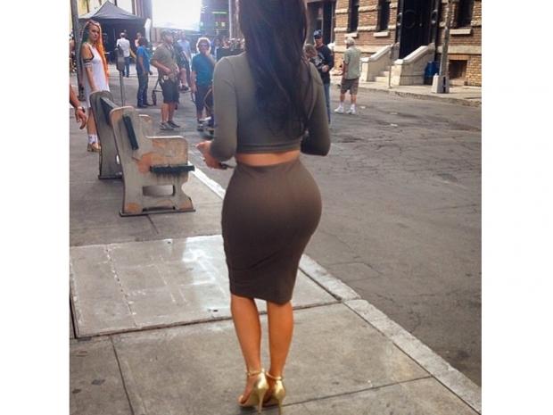 kim kardashian with dark brown wig at paramount studios