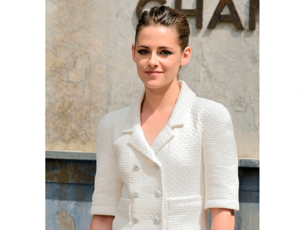 kristen stewart in white chanel suit