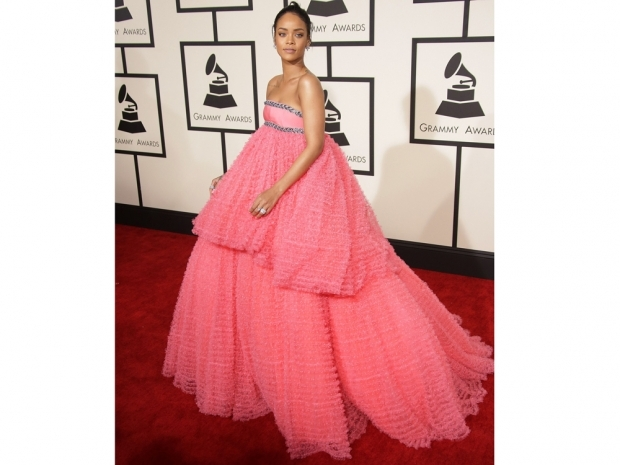 rihanna at the grammys 2015 in pink dress