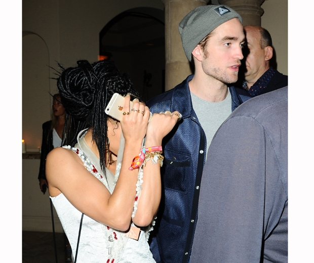 fka twigs and robert pattinson hiding from cameras