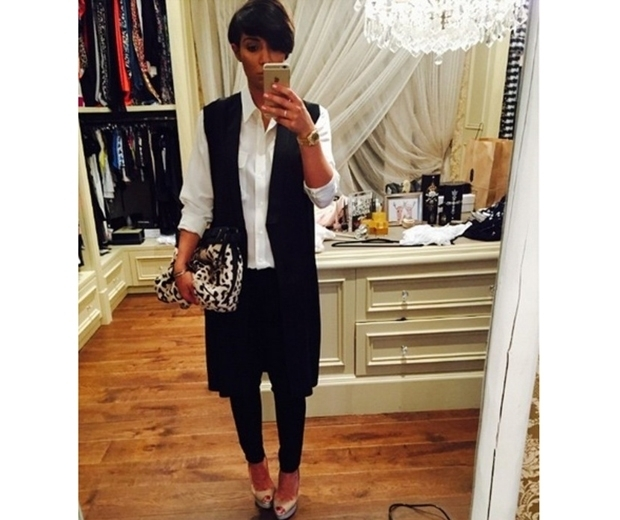 Pregnant Frankie Bridge in sleeveless duster coat, shirt and jeans