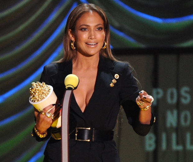 jennifer lopez accepting award at mtv movie awards 2015