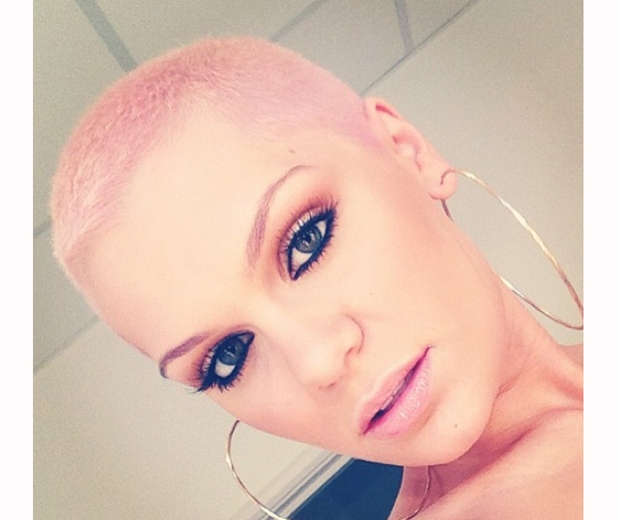jessie j with pink shaved head in 2013