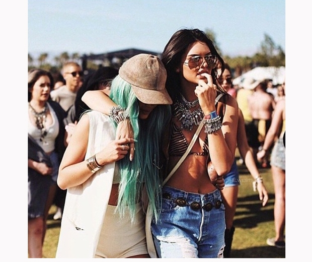 Kylie and Kendall Jenner have a cute sisters moment at Coachella 2015