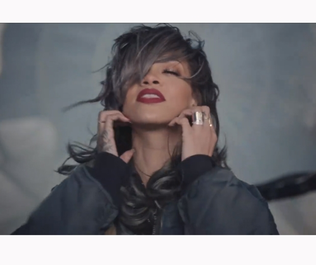 rihanna in american oxygen video with grey hair