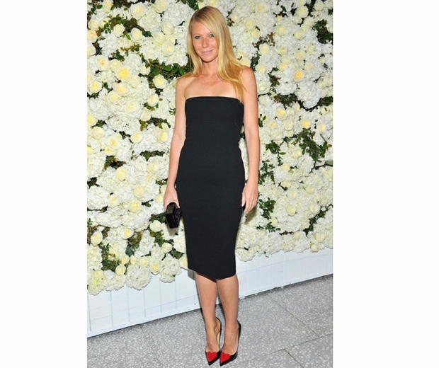 Gwyneth Paltrow stunned in her strapless black Victoria Beckham dtess