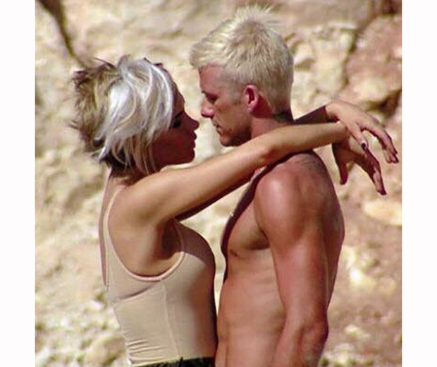 victoria beckham david beckham retro picture bleach blonde hair