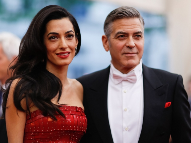 Amal Clooney (L) with George Clooney (R) at the 2015 Met Gala