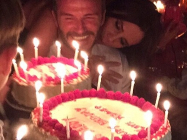 David Beckham and Victoria Beckham with his birthday cakes in Instagram photo