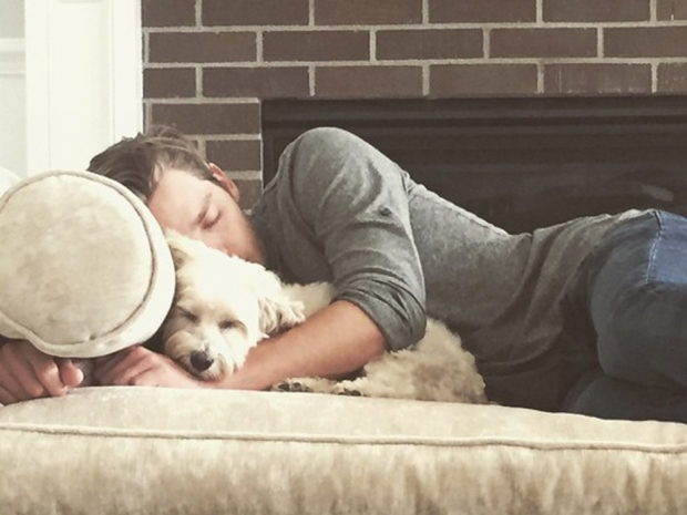 Dominic Sherwood cuddles Sarah Hyland's dog in Instagram photo