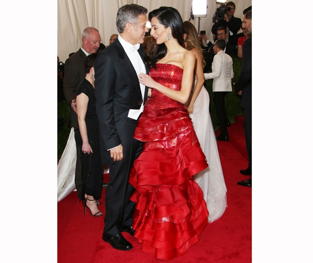 George and Amal Clooney put on one serious PDA on the Met Gala 2015 red carpet