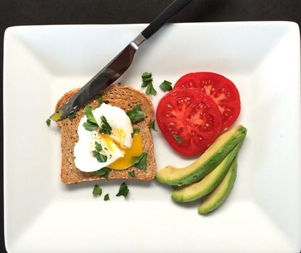 jennifer aniston poached egg on toast breakfast